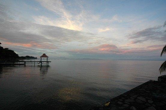 https://upload.wikimedia.org/wikipedia/commons/9/99/Lake_Nicaragua.jpg